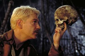 Kenneth Branagh en el papel de Hamlet Imagen de www.trabalibros.com